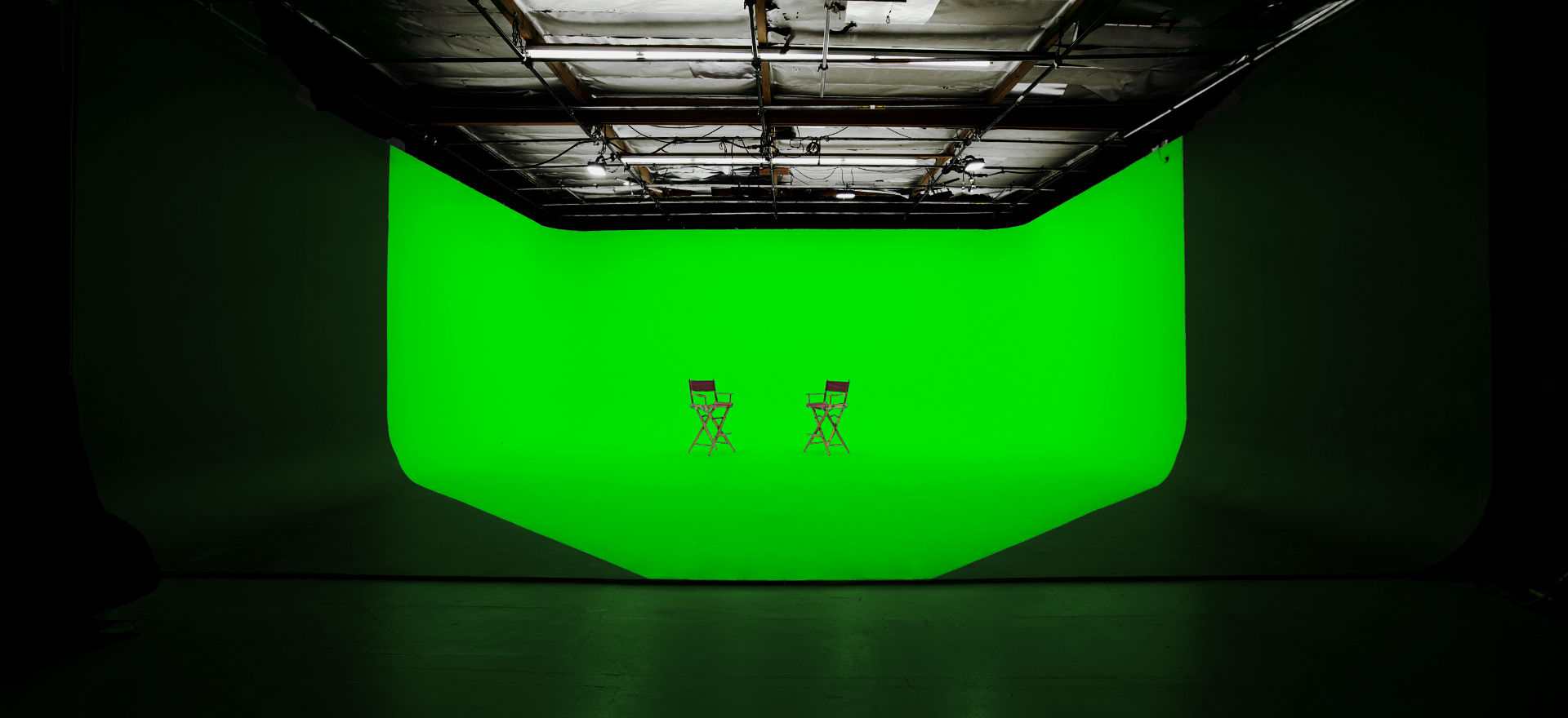 Stage 1 – 3-wall Green Cyclorama